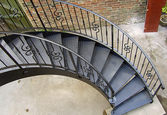 Top barandas de escaleras de metal wallpapers - Barandas de escalera ...